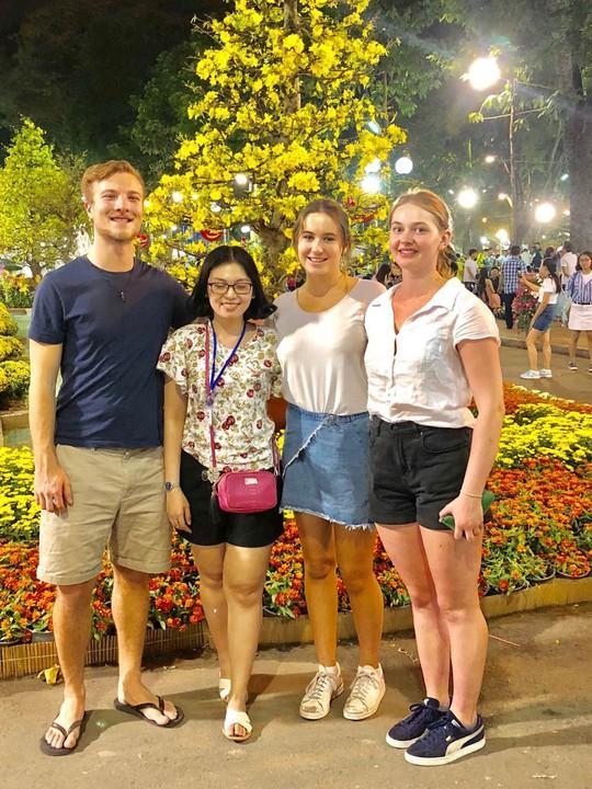 Du khách nước ngoài ca ngợi Hội Hoa Xuân Tao Đàn - Ảnh 6.
