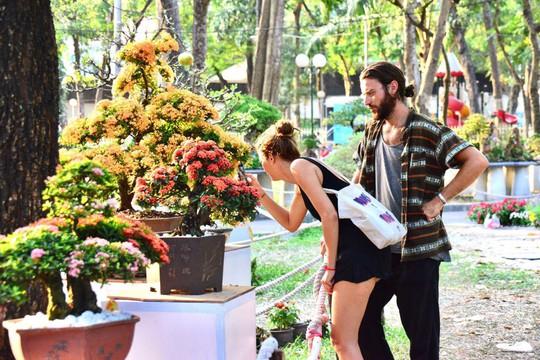 Du khách nước ngoài ca ngợi Hội Hoa Xuân Tao Đàn - Ảnh 9.