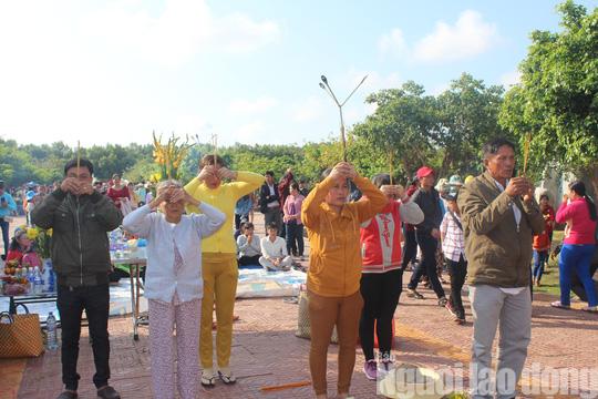 Mùng 4 Tết, Quán Âm Phật Đài ở Bạc Liêu quá tải lượng khách hành hương - Ảnh 7.