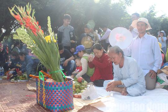 Mùng 4 Tết, Quán Âm Phật Đài ở Bạc Liêu quá tải lượng khách hành hương - Ảnh 9.