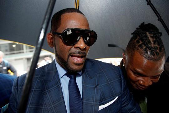 Danh ca R. Kelly được thả sau khi nộp tiền trợ cấp cho con - Ảnh 2.