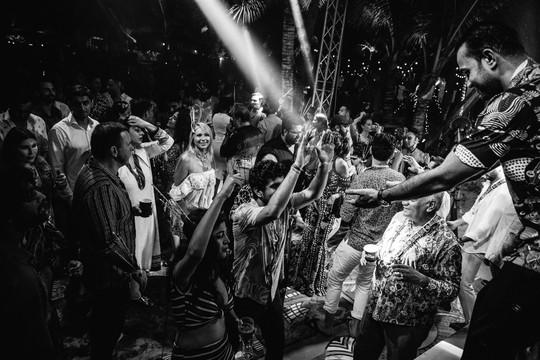 Đêm tiệc cưới phong cách thổ dân của tỉ phú Ấn Độ - Ảnh 13.