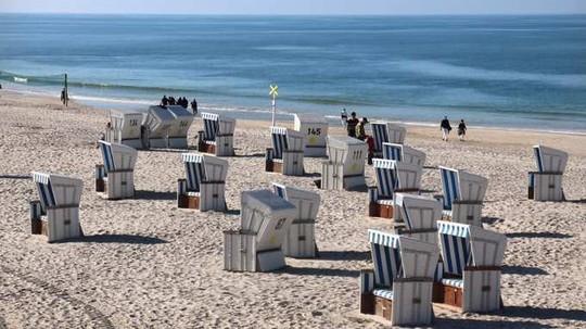 10 bãi tắm khỏa thân được du khách yêu thích nhất thế giới - Ảnh 3.