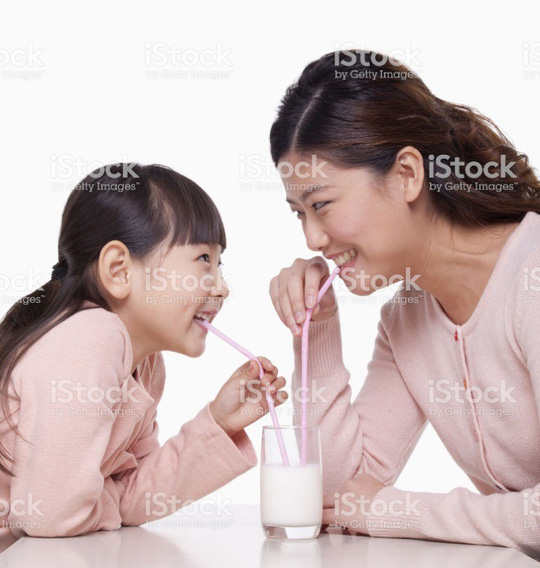 """""""Đánh Đông dẹp Tây"""" tìm nguồn sữa tươi chuẩn cho con - Ảnh 1."""