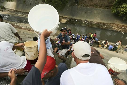 """Venezuela: Hỗn loạn gia tăng, bắt 2 nghi phạm """"phá hoại lưới điện"""" - Ảnh 5."""