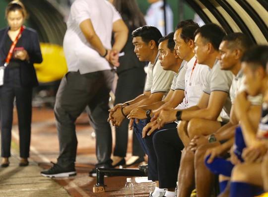 Thủ môn Tấn Trường tạo hoài nghi khi B.Bình Dương thua sốc CLB Philippines - Ảnh 4.