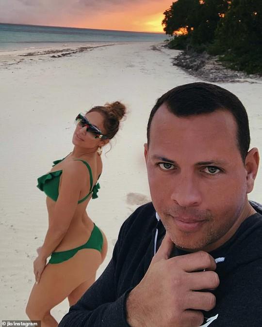 Jennifer Lopez gây sốt khi tung loạt ảnh được cầu hôn - Ảnh 5.