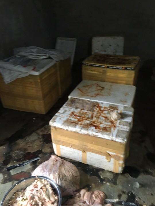 Phát hiện cơ sở sơ chế nội tạng không rõ nguồn gốc nằm gần bãi rác - Ảnh 2.