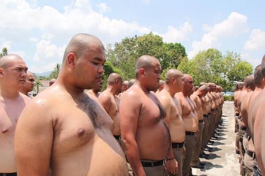 Thái Lan: Lười, ăn nhiều, cảnh sát bị gửi đi trại huấn luyện - Ảnh 1.