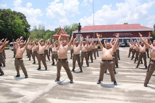 Thái Lan: Lười, ăn nhiều, cảnh sát bị gửi đi trại huấn luyện - Ảnh 2.