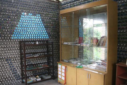 Một ngôi nhà tuyệt đẹp xây bằng 8.800 vỏ chai nhựa - Ảnh 2.