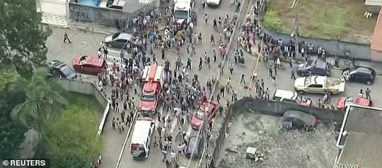 Brazil: Cựu học sinh vào trường xả súng, 27 người thương vong - Ảnh 1.