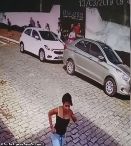Brazil: Cựu học sinh vào trường xả súng, 27 người thương vong - Ảnh 2.