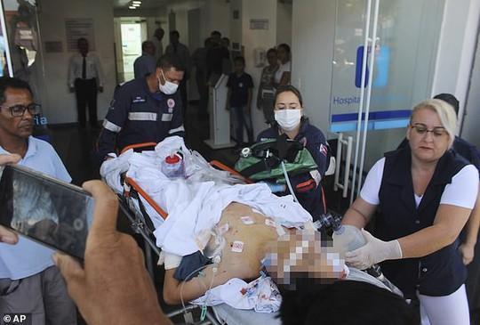 Brazil: Cựu học sinh vào trường xả súng, 27 người thương vong - Ảnh 6.