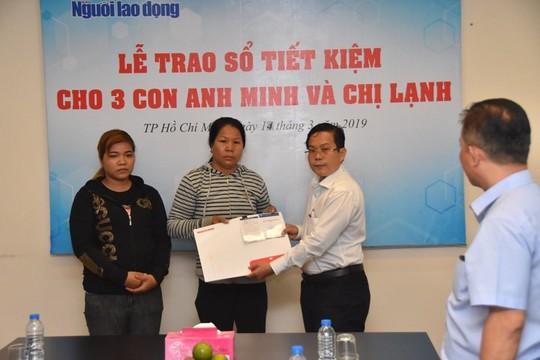 Vụ tai nạn giao thông thương tâm ở Bình Dương: Báo Người Lao Động trao sổ tiết kiệm cho 3 cháu nhỏ - ảnh 1