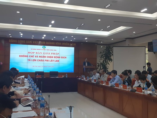 Bộ trưởng Nông nghiệp họp khẩn với 17 tỉnh để ngăn chặn dịch tả lợn châu Phi - Ảnh 1.