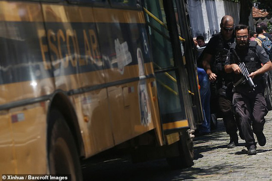 Brazil: Cựu học sinh vào trường xả súng, 27 người thương vong - Ảnh 3.