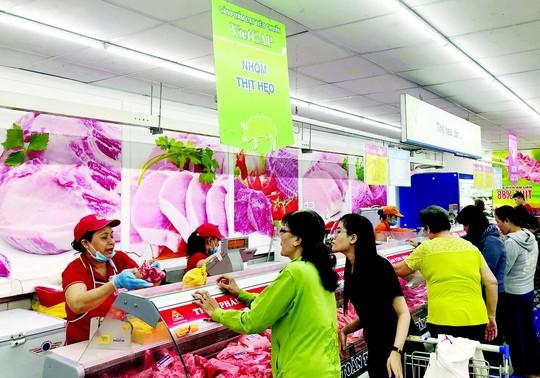 Kiểm soát tốt nguồn thịt đưa vào bán ở siêu thị - Ảnh 1.