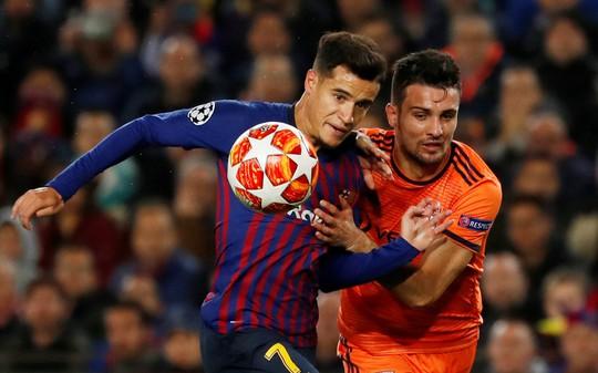 Ronaldo gọi, Messi trả lời với dấu giày trong 4 bàn của Barcelona - Ảnh 4.