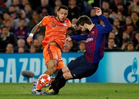 Ronaldo gọi, Messi trả lời với dấu giày trong 4 bàn của Barcelona - Ảnh 2.