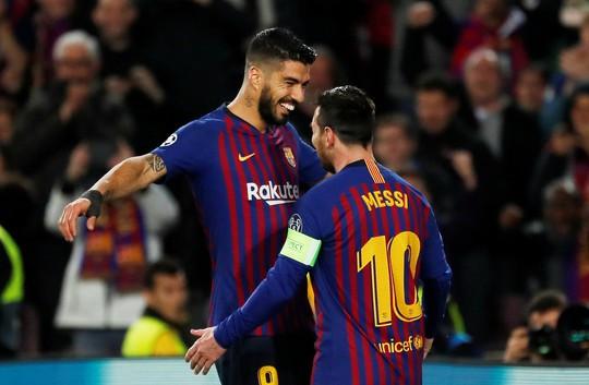 Ronaldo gọi, Messi trả lời với dấu giày trong 4 bàn của Barcelona - Ảnh 6.