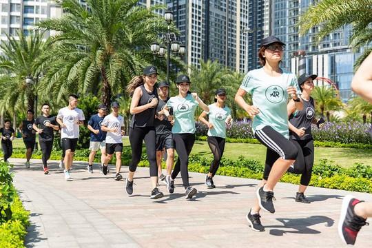 Adidas PureBOOST GO khuyến khích khám phá cung đường chạy thành phố - Ảnh 2.