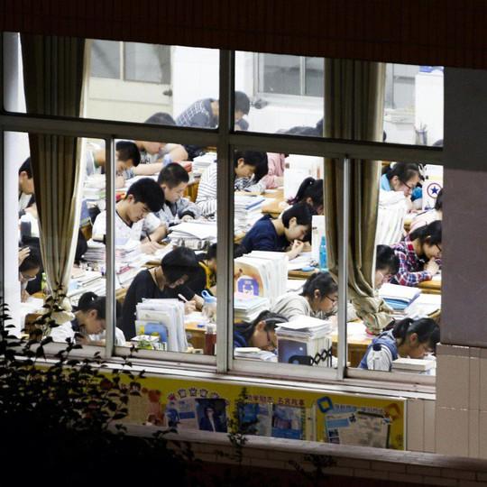 Trung Quốc: Bị đuổi học nếu yêu đương, tán tỉnh - Ảnh 2.