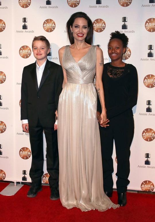 6 nhóc tì nhà Angelina Jolie càng lớn càng sành điệu - Ảnh 11.
