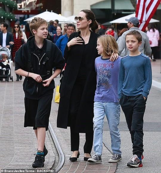 6 nhóc tì nhà Angelina Jolie càng lớn càng sành điệu - Ảnh 12.