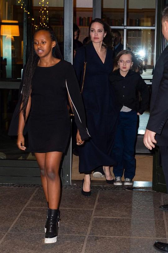 6 nhóc tì nhà Angelina Jolie càng lớn càng sành điệu - Ảnh 3.