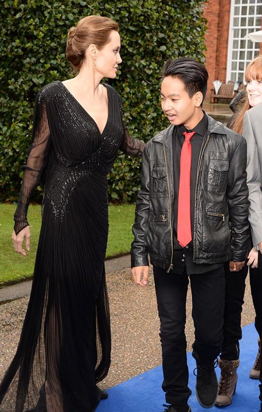 6 nhóc tì nhà Angelina Jolie càng lớn càng sành điệu - Ảnh 7.