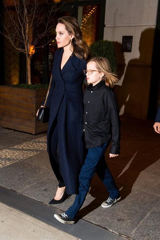 6 nhóc tì nhà Angelina Jolie càng lớn càng sành điệu - Ảnh 10.