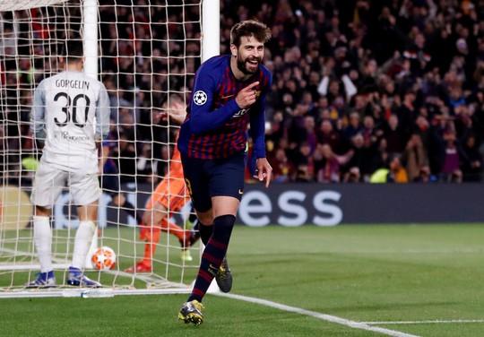 Ronaldo gọi, Messi trả lời với dấu giày trong 4 bàn của Barcelona - Ảnh 7.