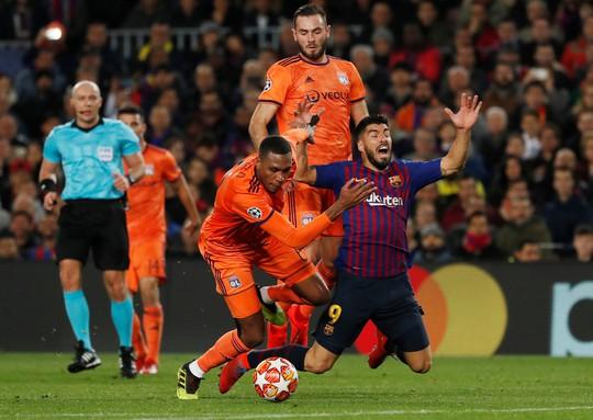 Ronaldo gọi, Messi trả lời với dấu giày trong 4 bàn của Barcelona - Ảnh 3.