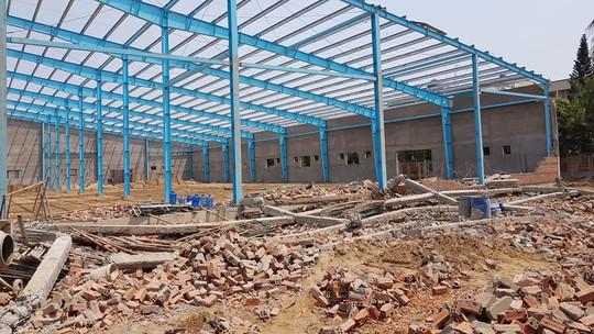 Sập tường công trình ở Vĩnh Long, 6 người tử vong - Ảnh 2.