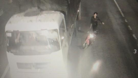 Vụ cầm hung khí chặn xe tải trong hầm đường bộ: Do rượu kích động! - Ảnh 2.