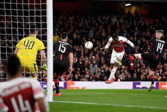 Chiến binh báo đen tỏa sáng, Arsenal ngược dòng hạ Rennes - Ảnh 3.
