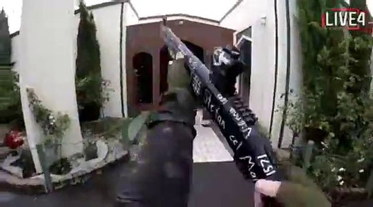 Xả súng 49 người chết ở New Zealand: Hung thủ livestream quá trình thực hiện tội ác - Ảnh 2.