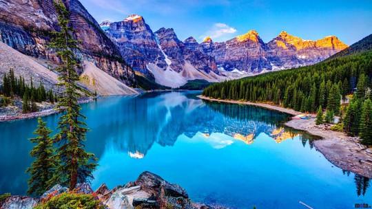 Vẻ đẹp siêu thực của hồ Moraine - Ảnh 1.