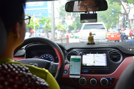 Dịch vụ gọi xe công nghệ dồn dập khuyến mãi