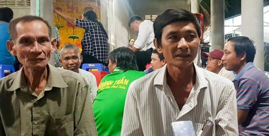 Sập tường 6 người chết ở Vĩnh Long: Người đầu bạc khóc tiễn người đầu xanh - ảnh 2