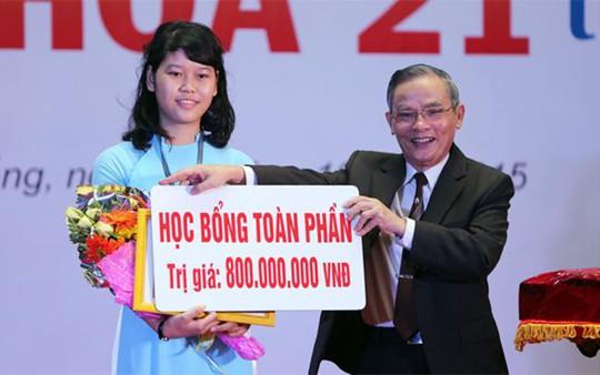 Nữ sinh Nguyễn Thị Thanh và bản lĩnh vượt qua định kiến trường công - tư - Ảnh 1.