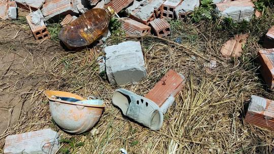 Sập tường 6 người chết ở Vĩnh Long: Người đầu bạc khóc tiễn người đầu xanh - ảnh 5