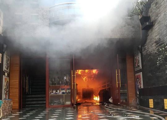 Cháy lớn tại khách sạn, 1 người tử vong - Ảnh 1.