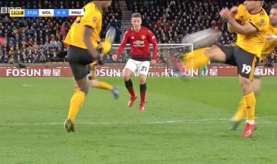 Nghi án trọng tài Atkinson tiếp tay loại Man United ở FA Cup? - Ảnh 6.