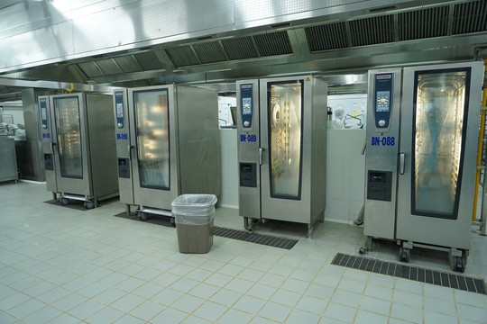 Khám phá bếp ăn đặc biệt làm 22.000 suất ăn/ngày cho các chuyến bay - ảnh 16