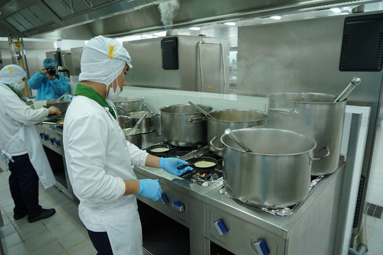 Khám phá bếp ăn đặc biệt làm 22.000 suất ăn/ngày cho các chuyến bay - ảnh 18