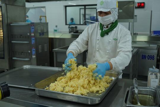Khám phá bếp ăn đặc biệt làm 22.000 suất ăn/ngày cho các chuyến bay - ảnh 19