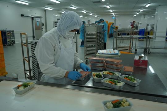 Khám phá bếp ăn đặc biệt làm 22.000 suất ăn/ngày cho các chuyến bay - ảnh 20