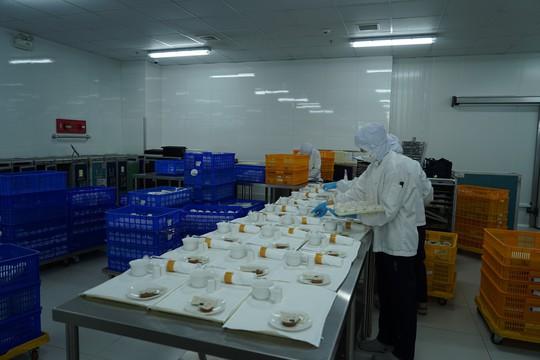 Khám phá bếp ăn đặc biệt làm 22.000 suất ăn/ngày cho các chuyến bay - ảnh 22